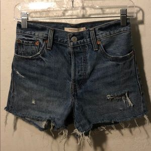 NEVER WORN LEVI's CUTE HIGH WASITED SHORTS